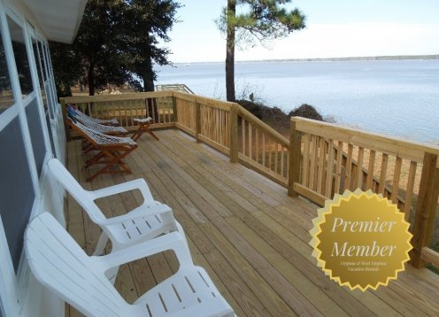 Cottage on James River near Jamestown & Williamsburg. Private Beach.